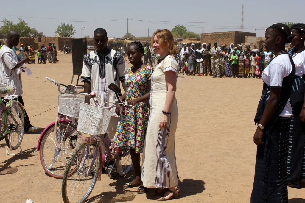 Fahrräder für die Patenmädchen (Foto: Gnabana Forogo)