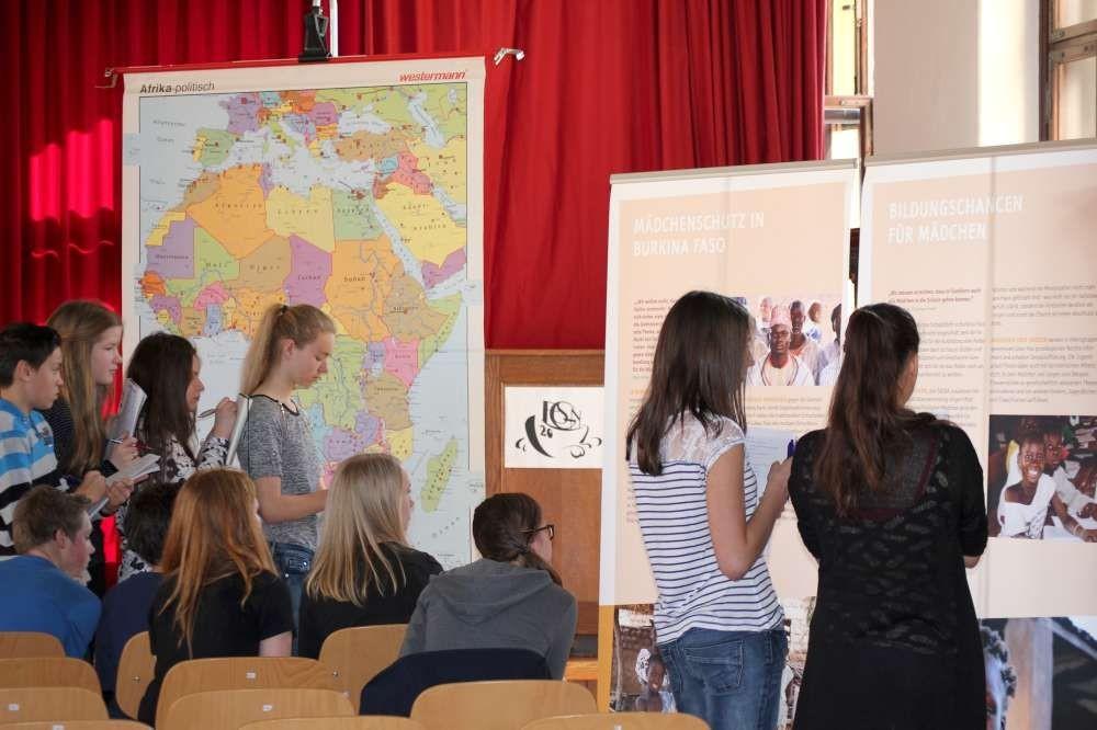 Mädchenschutzausstellung WENDEMIS WÜRDE in Gymnasium in Niesky