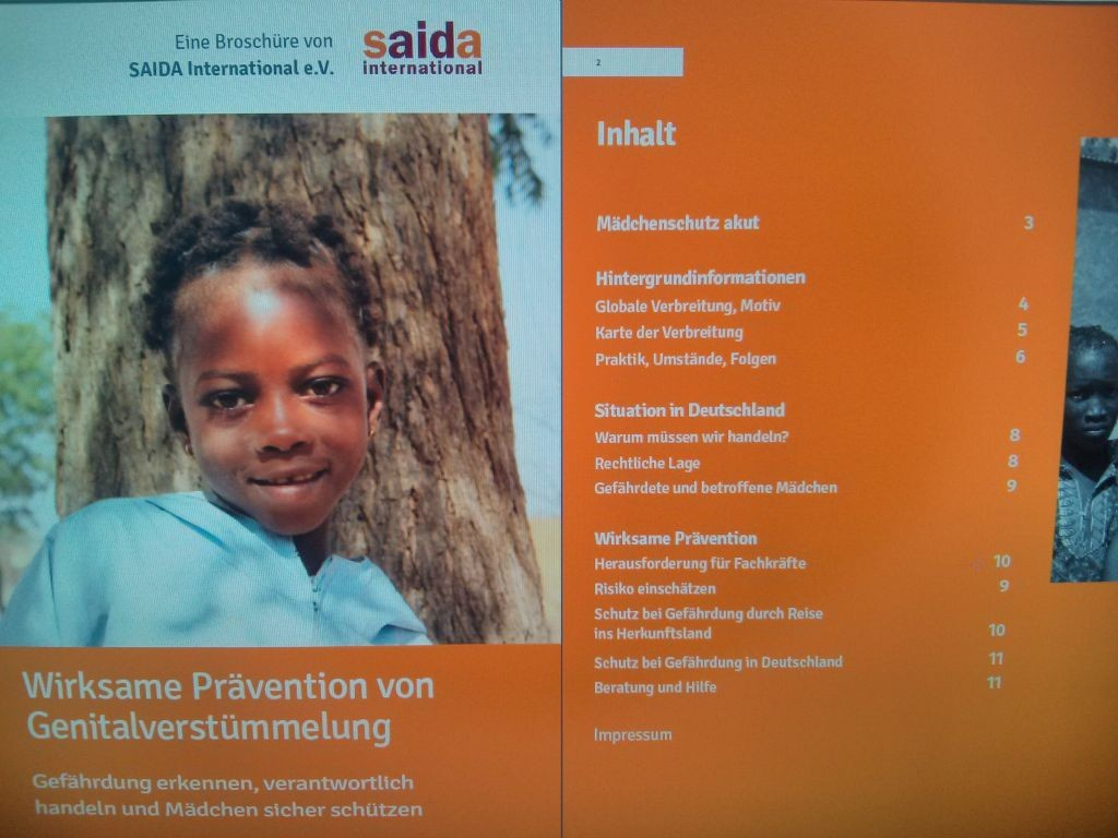 Neue Präventionsbroschüre: Mädchen in Deutschland vor Genitalverstümmelung schützen