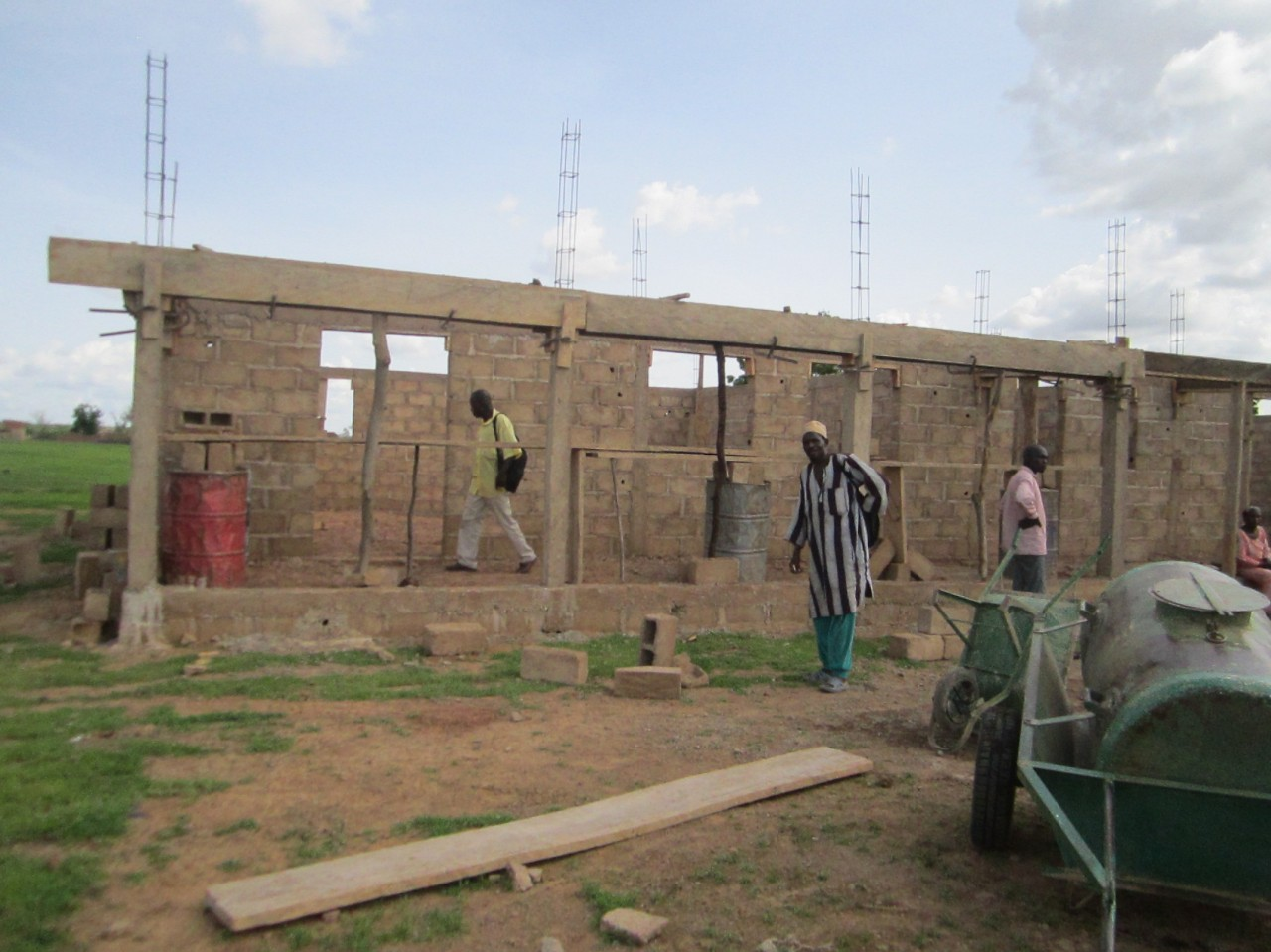 Erste Bilder vom Schulbau in Gomboro